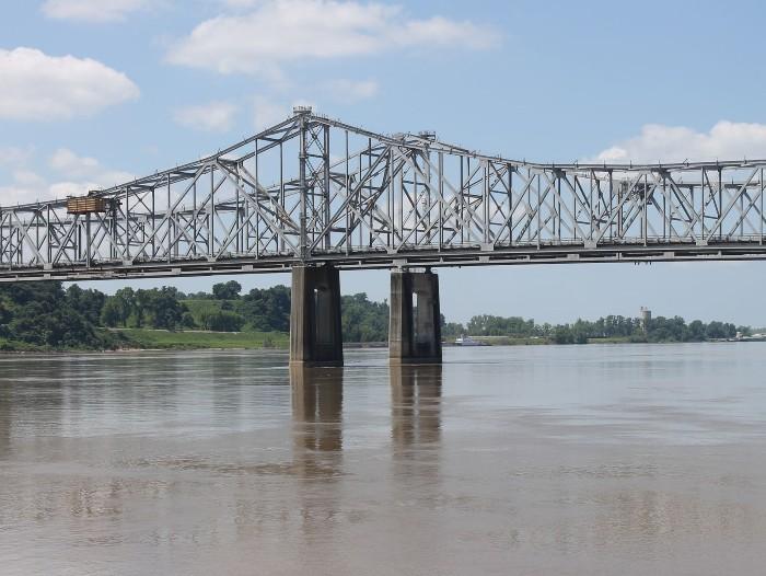 The Natchez-Vidalia bridge